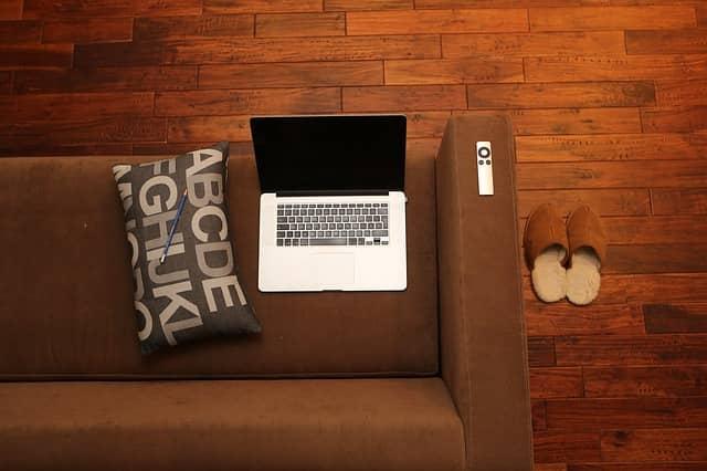 Výhody a nevýhody skrývající se v online půjčkách
